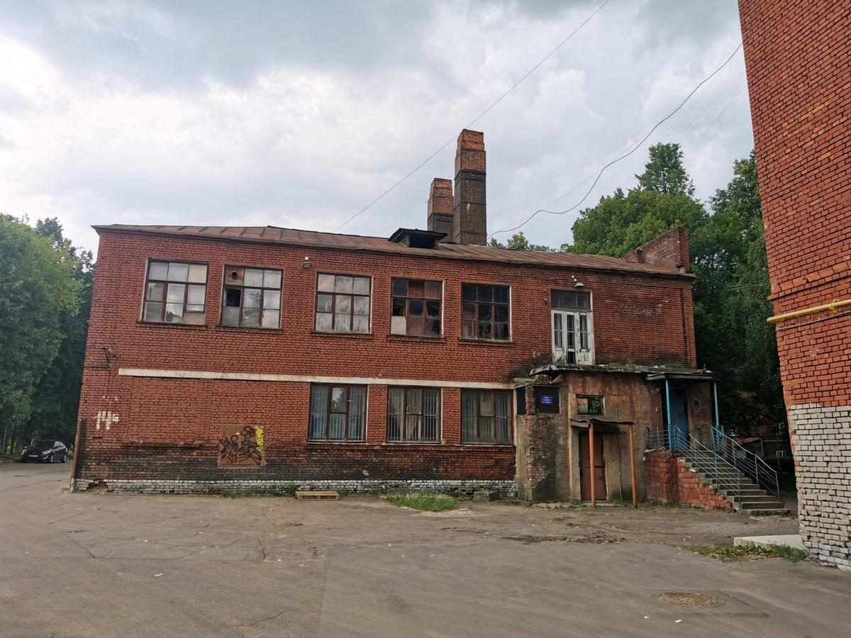 Баня и котельная. На стыке 40-х и 50-х годов в этом здании располагался детский сад ТСХА. Двухэтажное кирпичное здание. Построено в 1932 году. С 10 сентября 2018 года — выявленный объект культурного наследия.