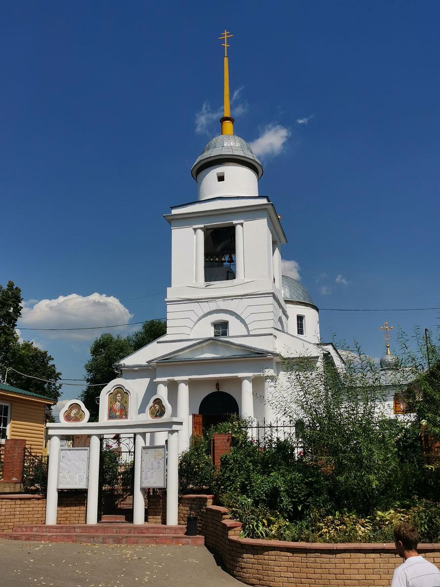 В 1825—1827 гг. церковь перестроили: наверху появилась купольная ротонда, были увеличены окна, расширены алтари и приделы. Вместо прежней возвели трехъярусную колокольню со шпилем.