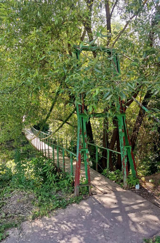 Подвесной пешеходный мост через р. Рожайку