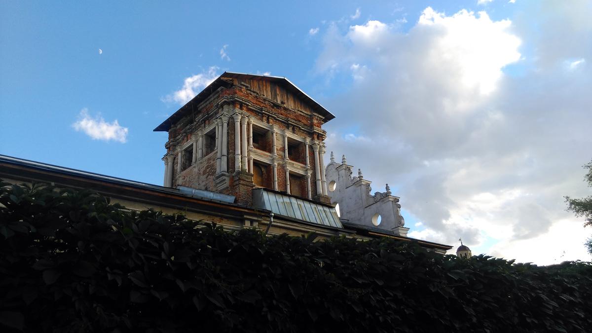 Храм Тихвинской иконы Божией Матери с новой трапезной палатой Симонова монастыря