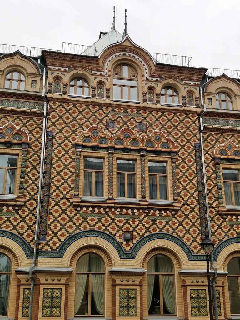 Особняк Лопатиной.  Построен в русском стиле на Большой Никитской улице в 1876 году по проекту А. С. Каминского.