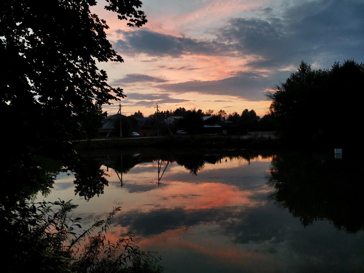 Подборка фотографий с красивыми облаками, закатами и водоемами.