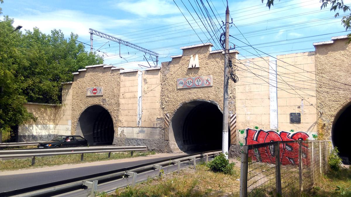 Тоннели под железной дорого Павелецкого направления в районе станции Расторгуево.