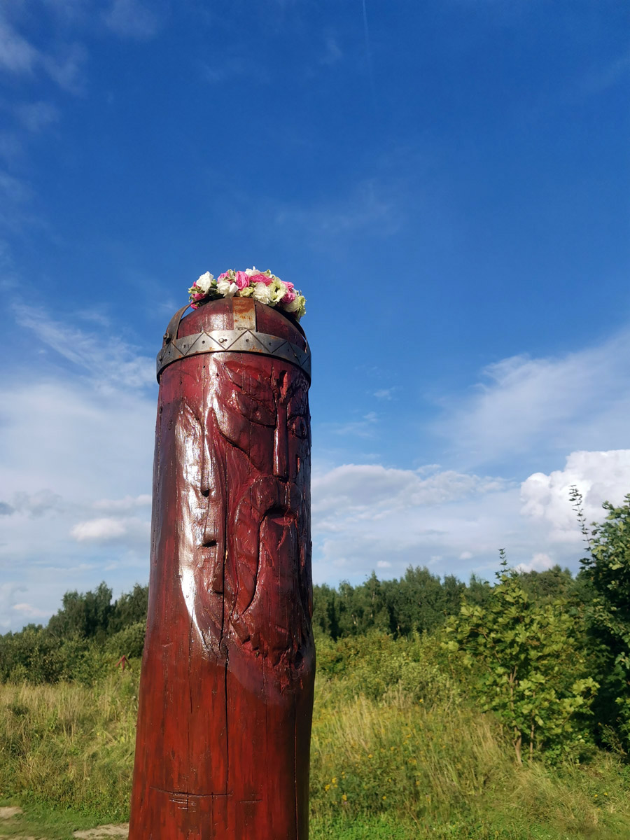 Деревянный идол Перуна на Лысой горе в Битцевском парке