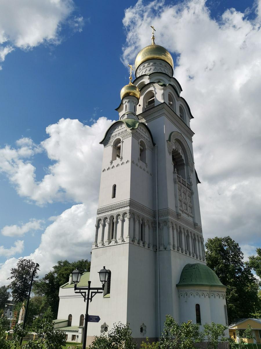 Бывал несколько раз в этом прекрасном месте, фотографировал храмы и мечтал подняться на колокольню...