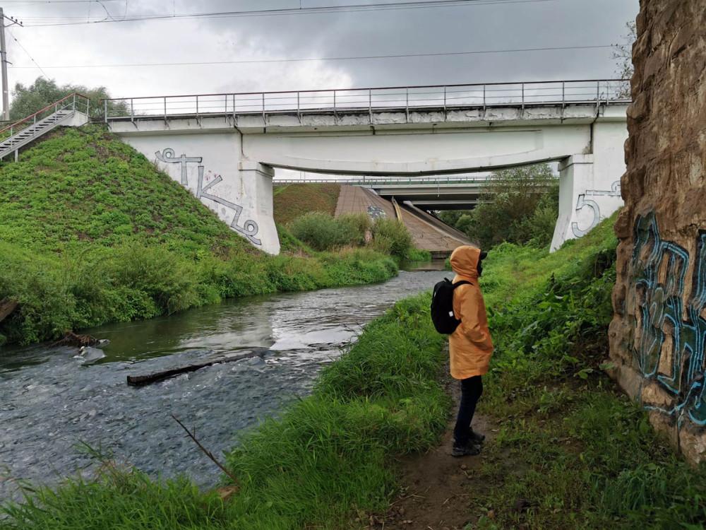 #осеньосень такая осень... Спрятались от дождя под железнодорожным мостом через реку Битца .#МОСТЫиМОСТОВЫЕ