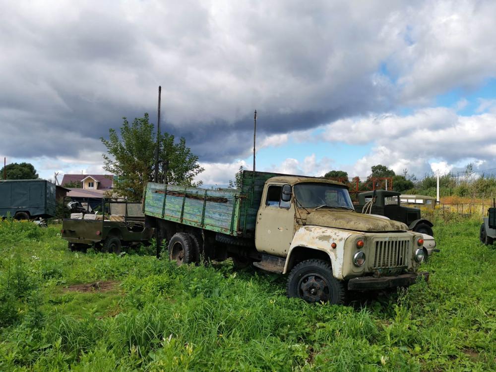 Грузовик ГАЗ 53 настоящий.