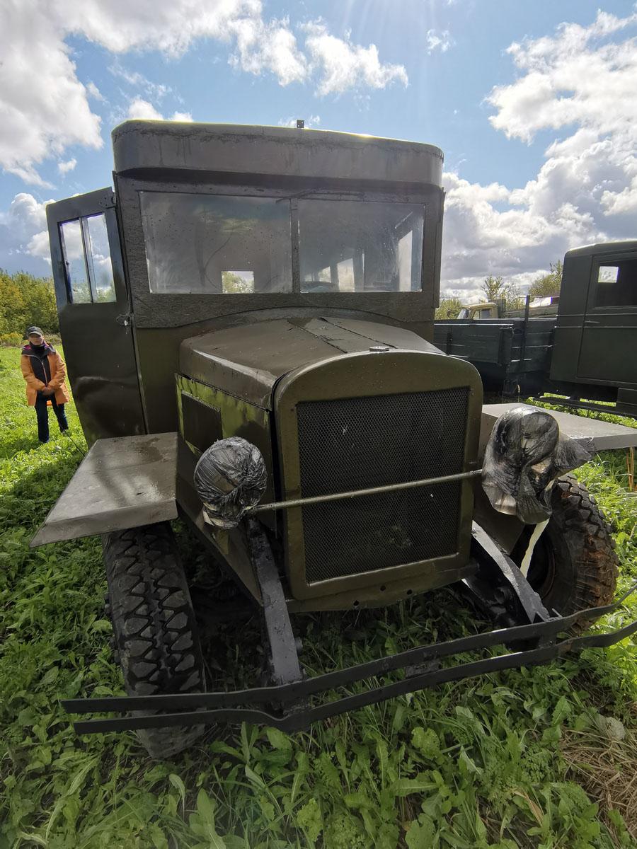Далее несколько советских и немецких грузовиков и автобусов времен ВМВ.