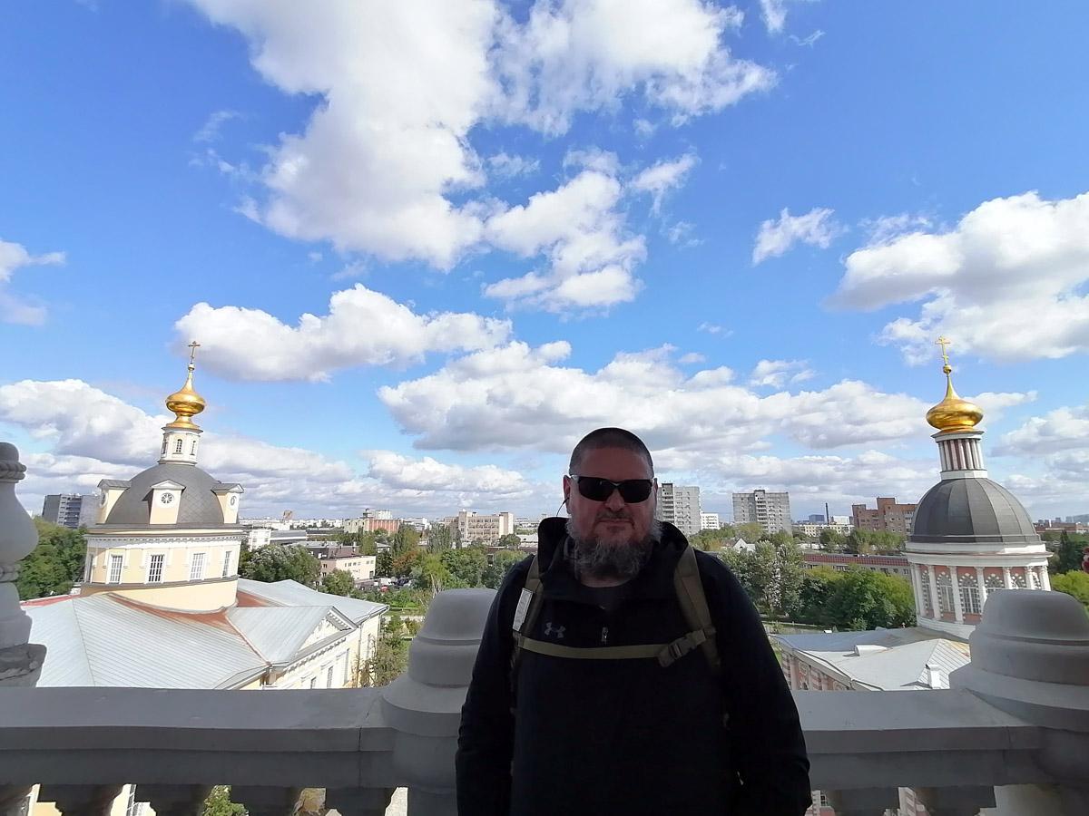 22 августа 2021г. Москва, Рогожская Слобода. Довольный автор на смотровой площадке колокольни.