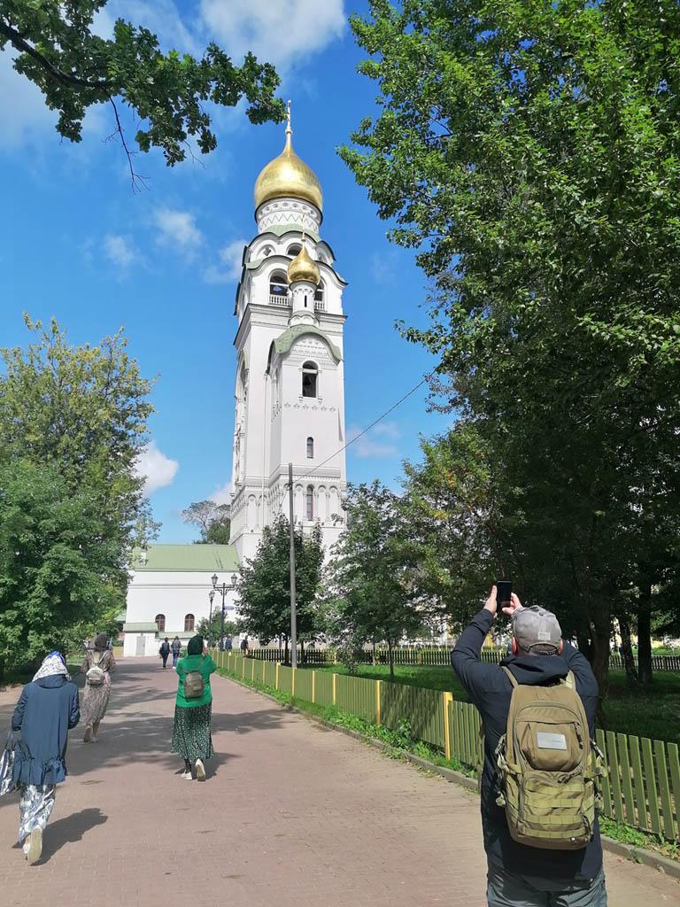 Высокая стройная и стильная колокольня построена в 1906—1912 годах по проекту архитектора Федора Горностаева в память о распечатании алтарей Рогожских храмов.