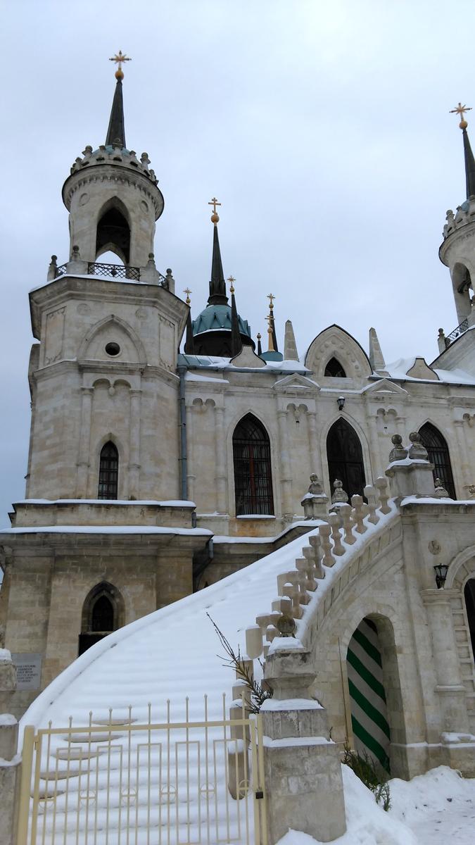 А вот, сама церковь оказалась больше, чем я ее представлял по фотографиям. Видимо, из-за ее легких красивых пропорций.