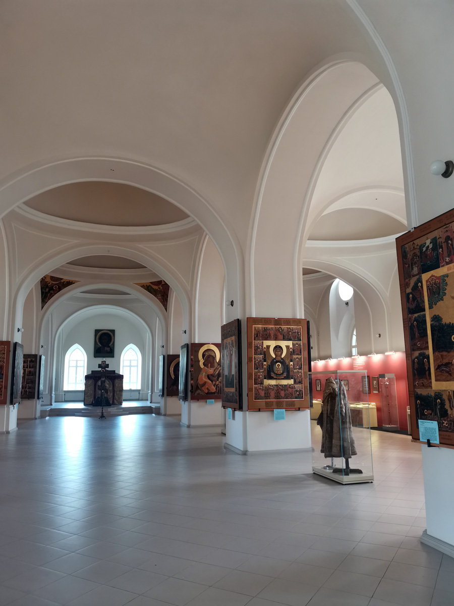Удалось восстановить только четыре фрагмента настенной росписи, на которых изображены святые евангелисты.