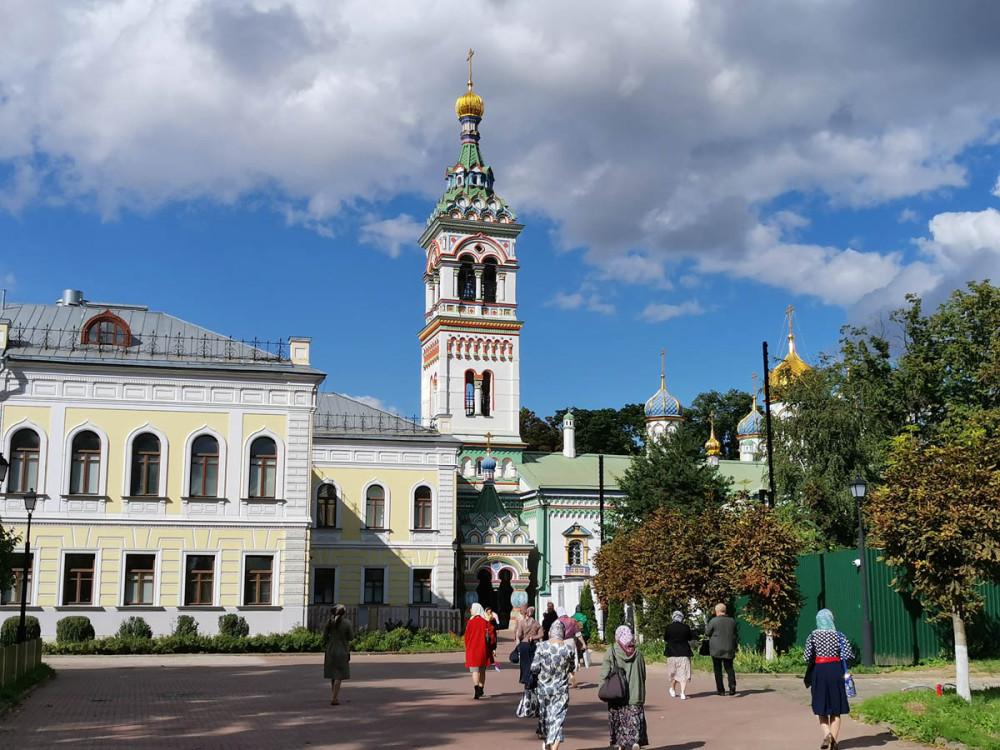 Дом причта и Колокольня Храма святителя Николы Мирликийского на Рогожском кладбище.