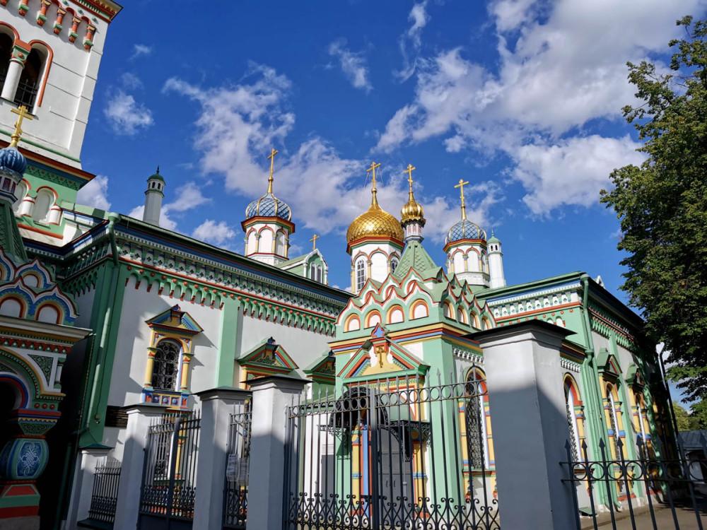 В 1854 году храм отняли у старообрядцев и переосвятили в единоверческую церковь. Ввиду того, что храм был освящен единоверцами, он стал официально называться Николо-единоверческий храм на Рогожском кладбище города Москвы.