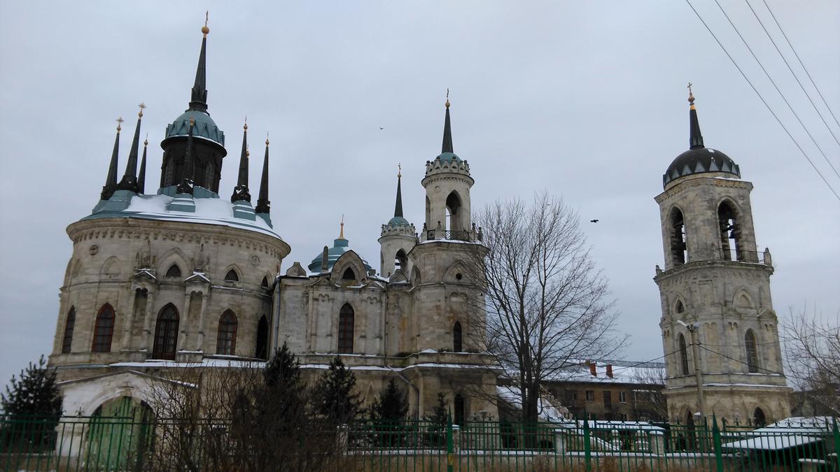 Еще раз любуюсь Нойшванштайном, то есть, Церковью Владимирской иконы Божией Матери, благо выйдя за ее территорию, наконец-то удалось уместить все ее великолепие в одном кадре.