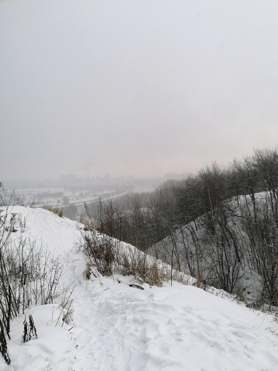 Затем поднялись по северному крутому склону Дьяковского холма на его вершину.