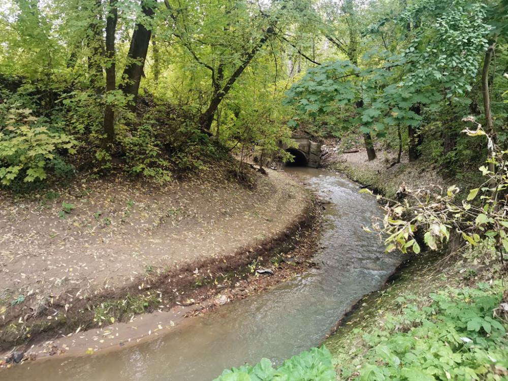 Существует несколько версий происхождения названия реки. Вероятно, Котловка получила гидроним от села Котлы. Но достоверно неизвестно, чье наименование появилось раньше — села или реки. Река могла получить имя по своей глубокой долине, так как в прошлом «котлами» называли ямы, котловины и похожие образования