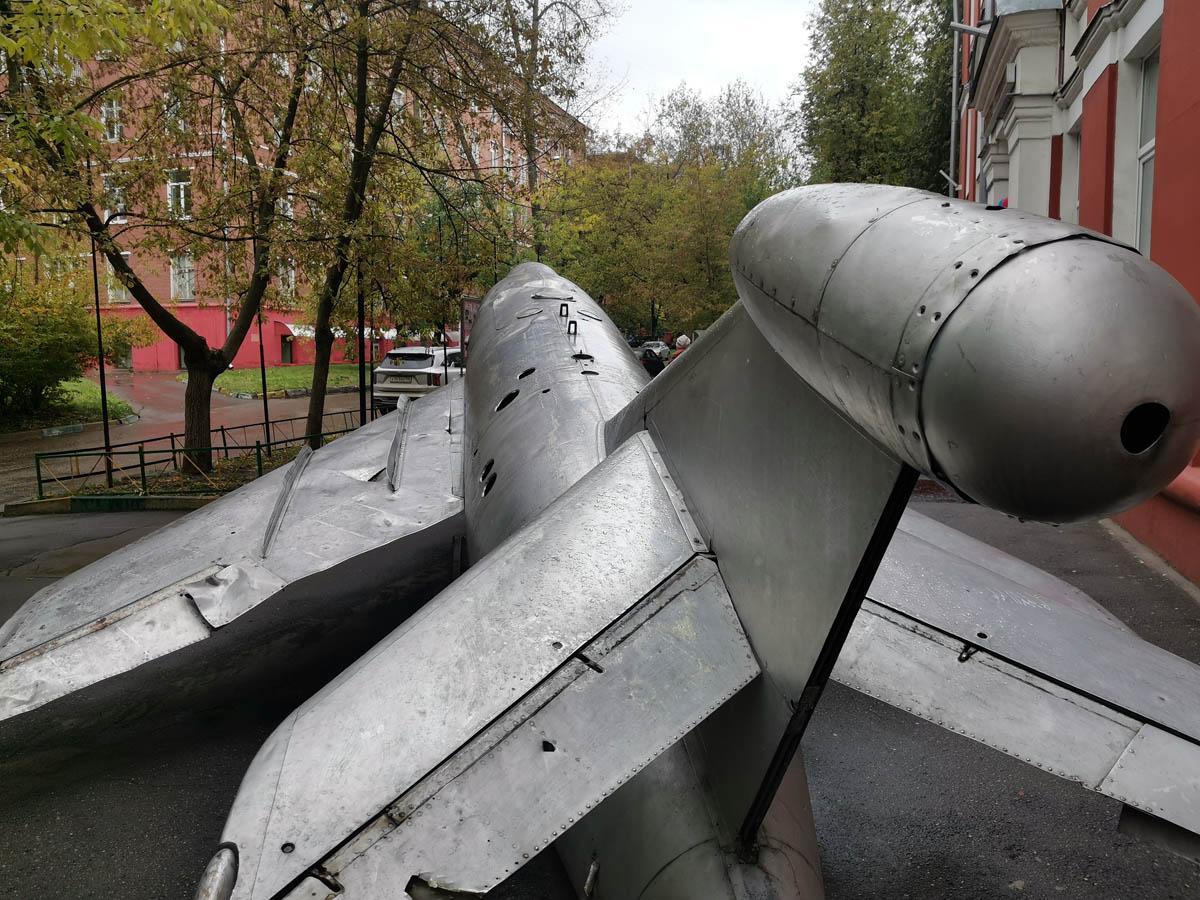 КС-1 (сокращение от «Комета-снаряд», по классификации МО США и НАТО — AS-1 «Kennel») — первая советская авиационная противокорабельная крылатая ракета.