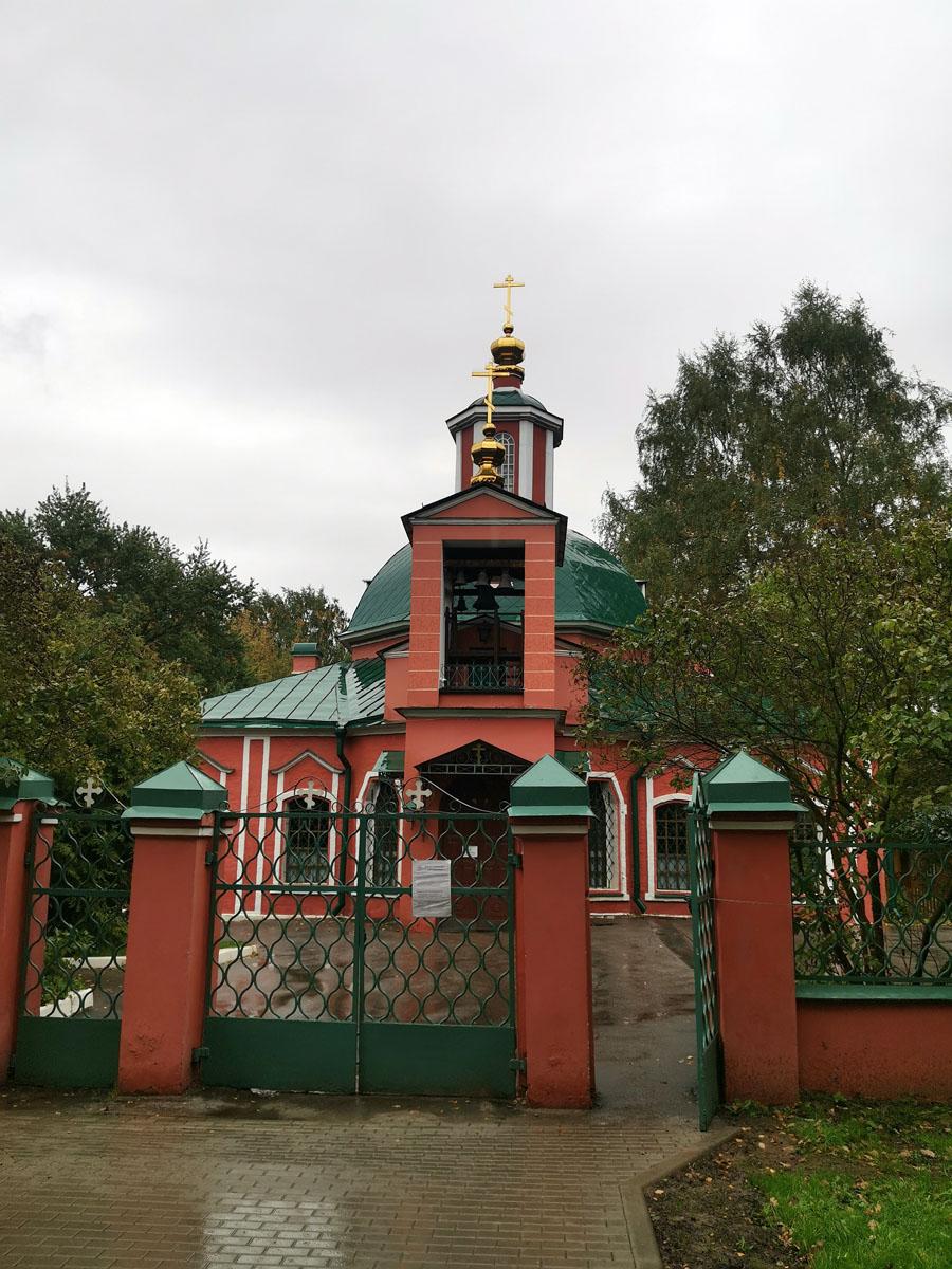 Храм Троицы Живоначальной в Воронцове – самое старое в комплексе имения Воронцовых, построено в середине XVIII века.