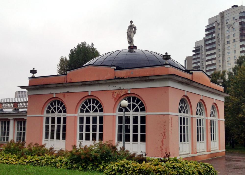 Построен в последней четверти XVIII века. Восстановлен из руин в 2006–07 гг