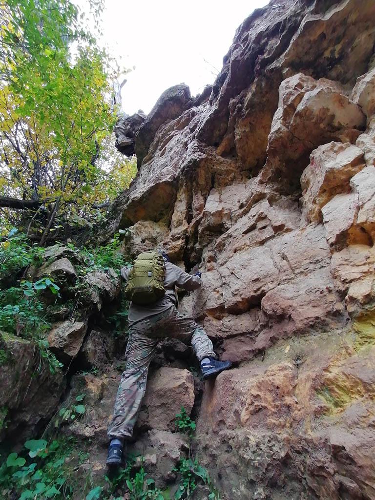 Насмотревшись на скалолазов, решил тоже немного полазить по скалам...