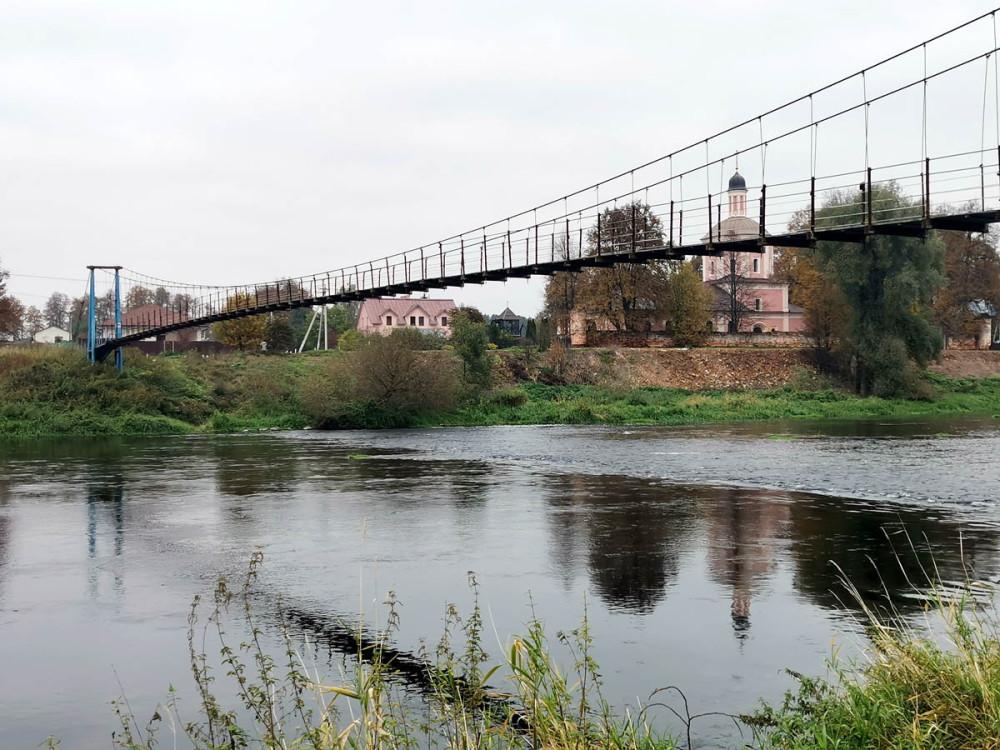 Мост, река и храм...