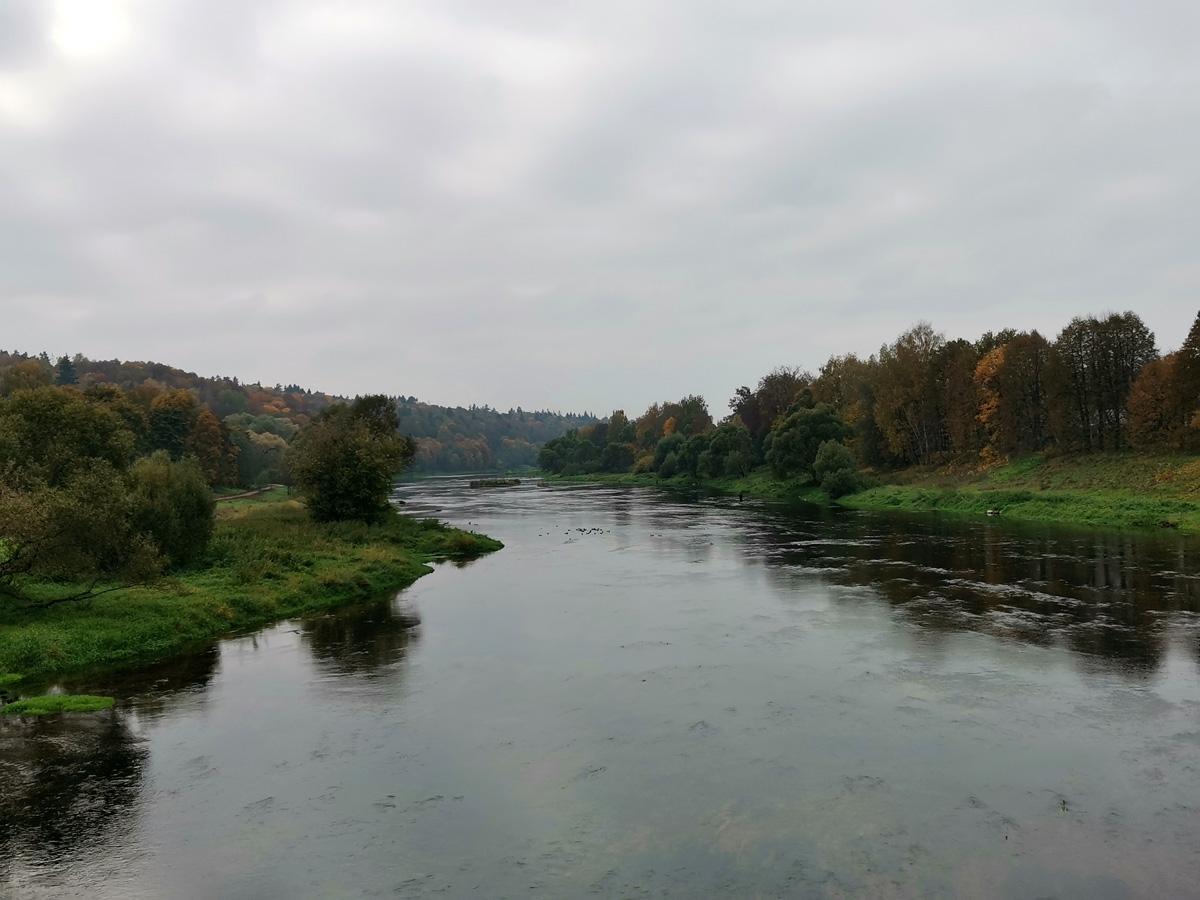 Вид с моста на Москву реку выше по течению...