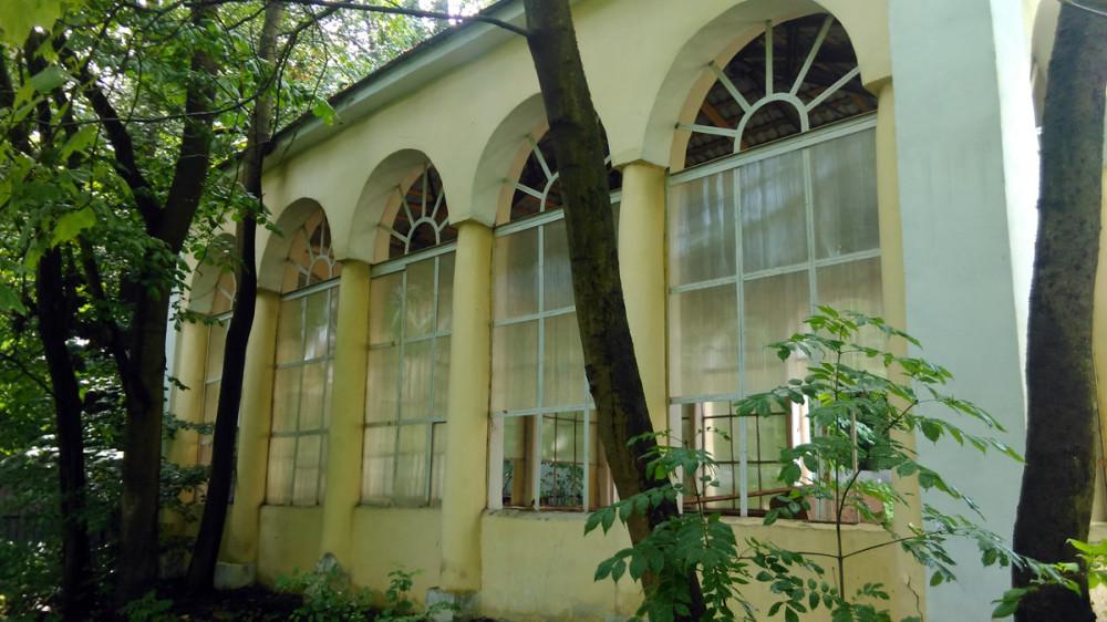 Не первый раз уже сталкиваюсь с ситуацией, когда отреставрированные здания оказываются никому не нужны.