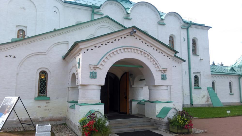 Главный вход в музей.