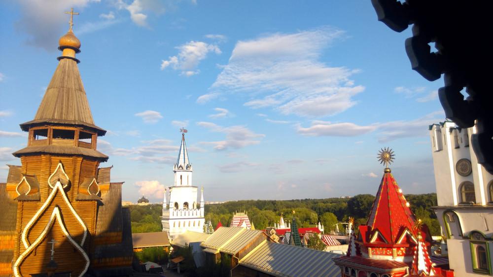 Зато есть возможность подняться на одну из его башен, сделать пару снимков и пойти в...