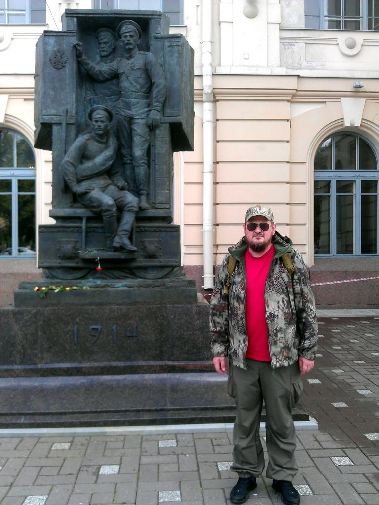 22 июля 2015. Нашел пару фоток  из своих прошлых поездок. Я около Памятника Русским воинам, участникам Первой мировой войны