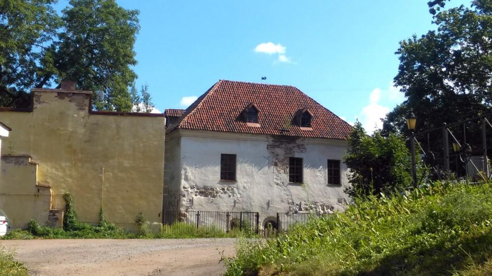 Этот неприметный домик с черепичной крышей Костел св. Гиацинта (Рыцарский дом) XVI век