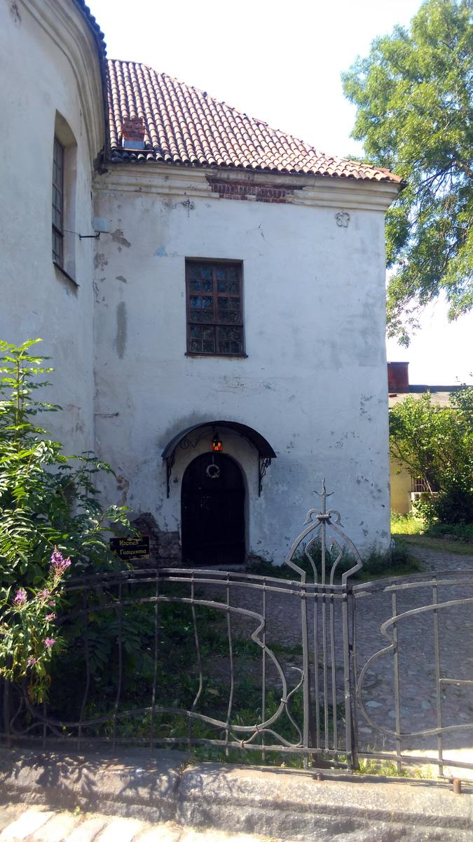 С 1799 года здесь разместилась часовня св. Гиацинта, в 1856 году получившая статус приходской церкви. Закрыта в 1940 году после взятия города Красной армией, в 1941 годах церковь была возобновлена и действовала до вплоть до 1944-го. В 1972 году здание, пострадавшее во время войны, было восстановлено как Рыцарский дом и передано под детскую художественную школу.