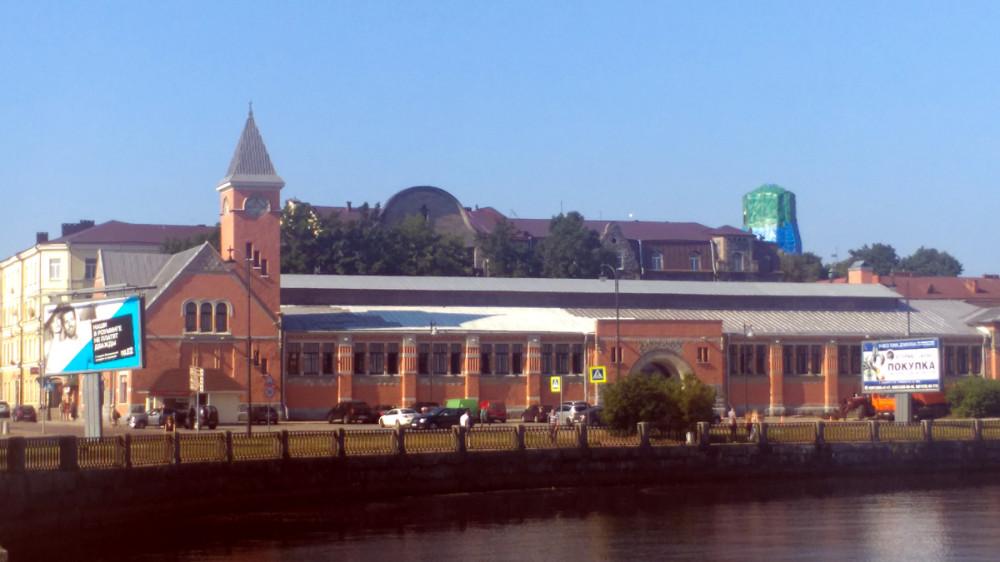 Во время войны рынок сильно пострадал. Был отремонтирован с упрощением боковых фасадов и вновь открыт в 1957 году.