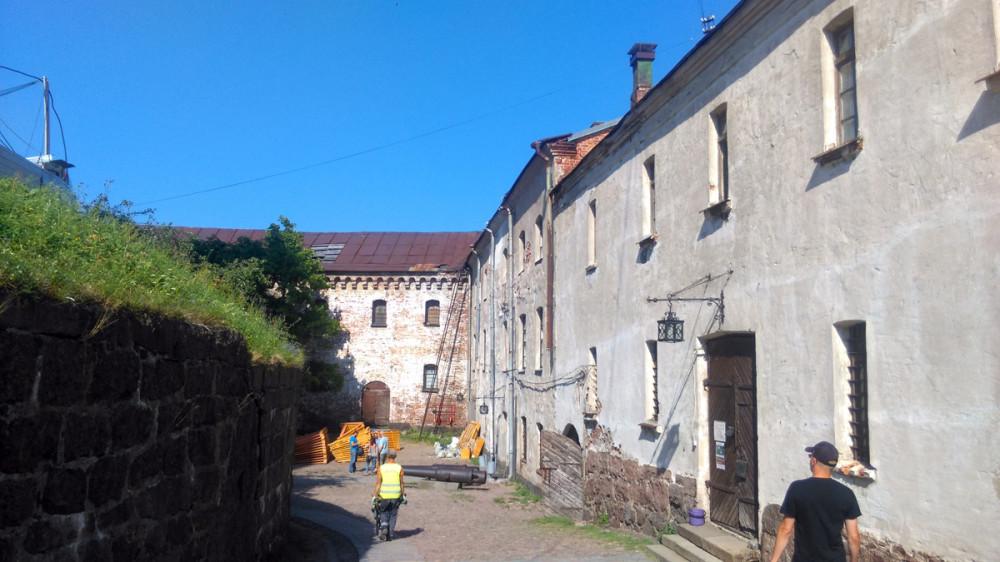 Нижний двор (иногда его называют Передним двором).
