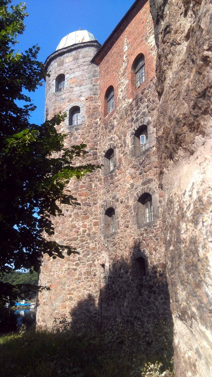 Райская башня. Это была первая круглая башня оборонительной стены построенной 1450-х годах.