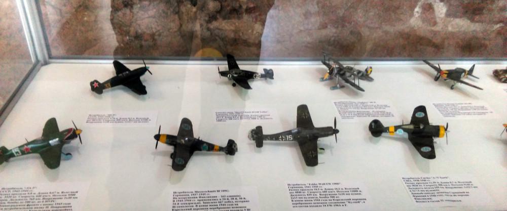 Все-таки, модели самолетов в масштабе 1:72 мелковаты для музейной экспозиции.