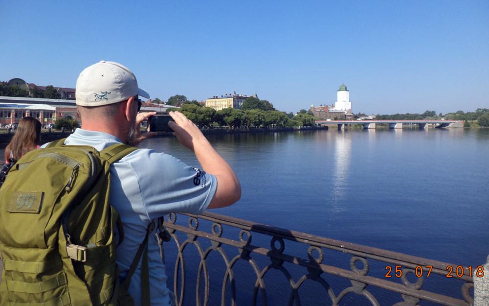 Набережная Северной гавани. Вид на Петровский мост и Выборгский замок.
