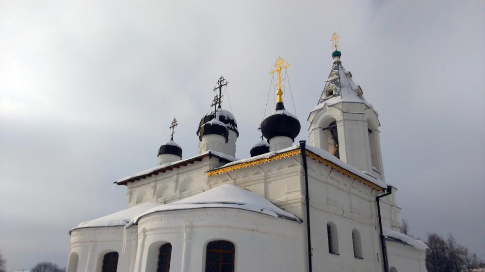 В 1883 г. и сам храм подвергся значительной реконструкции: установлен новый иконостас, возведены купола, кресты, выполнены росписи стен, древний орнамент на фасадах заменен гипсовой лепниной. В 1906 г. храм в последний раз отремонтировали.