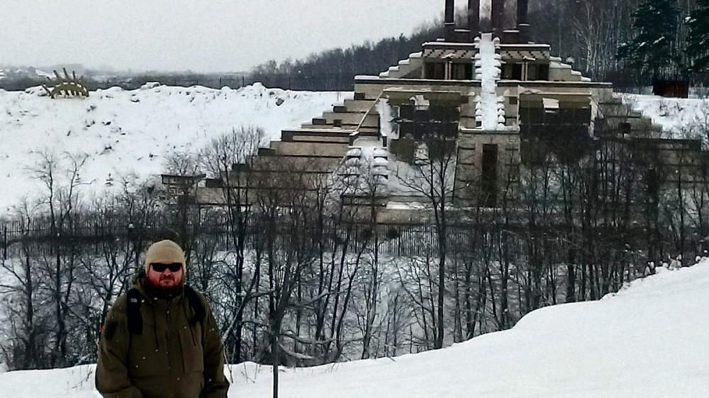А ведь, ранее здесь добывали белый камень, из которого строилась в XIV-XVII вв Москва Белокаменная. И судя по информации из сети, можно предположить, что подземная часть пирамиды не менее грандиозная!