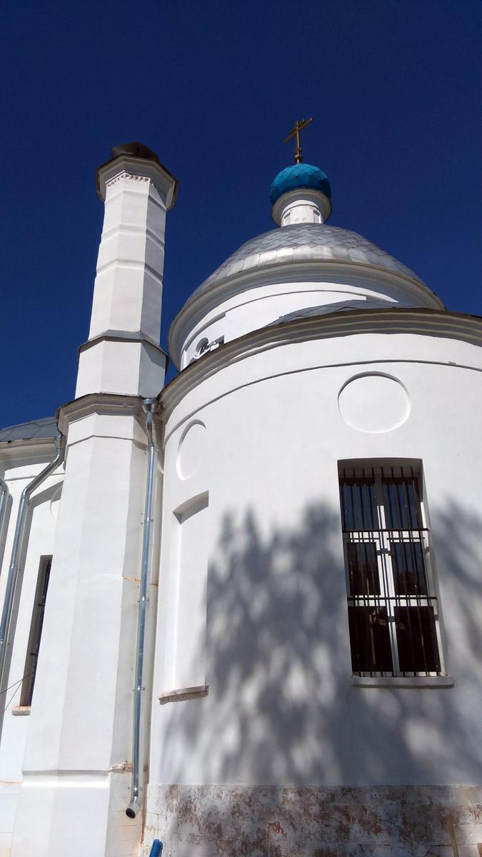 25 августа 2018. Церковь Успения Божией Матери в усадьбе Алёшково. Построена в 1819 году.