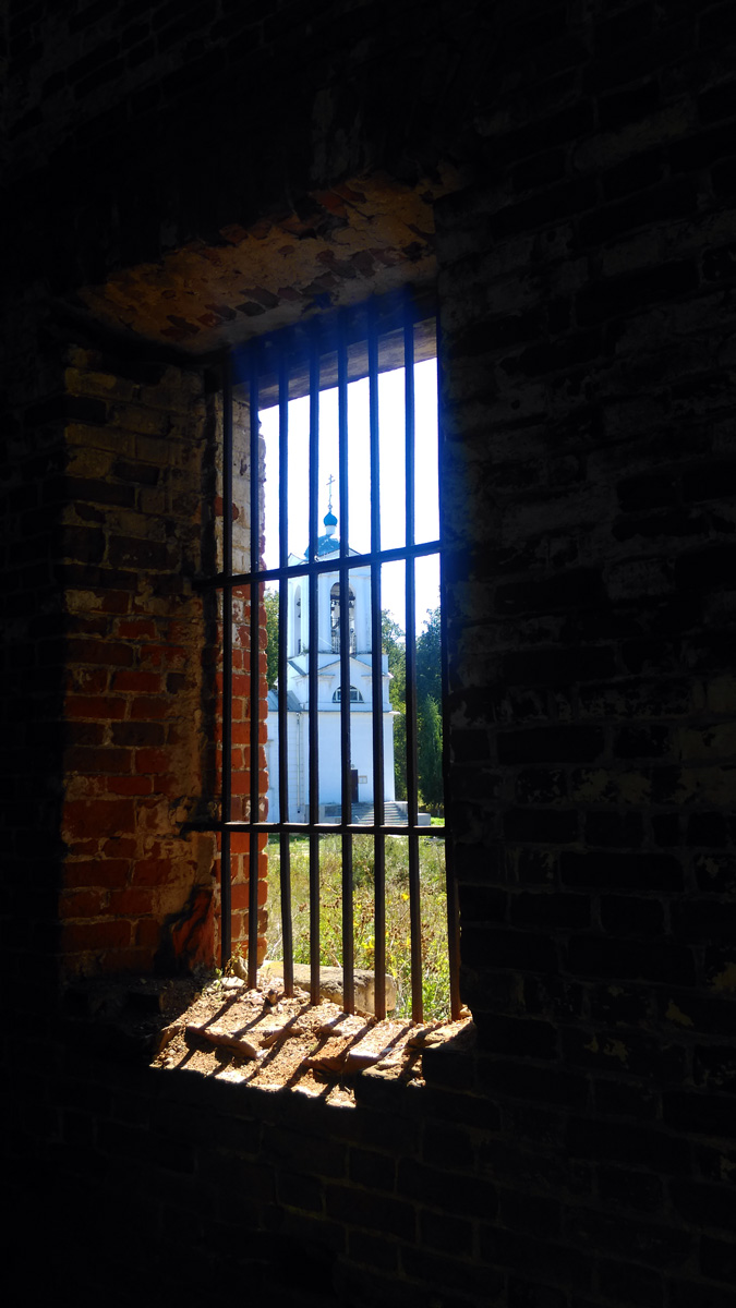 Из окна виден Храм Успения Божией Матери
