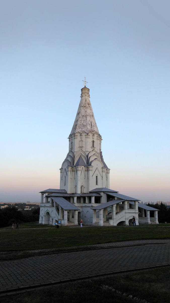 Храм Вознесения Господня в Коломенском. В период строительства церковь Вознесения Господня была самым высоким зданием Москвы — 62 метра