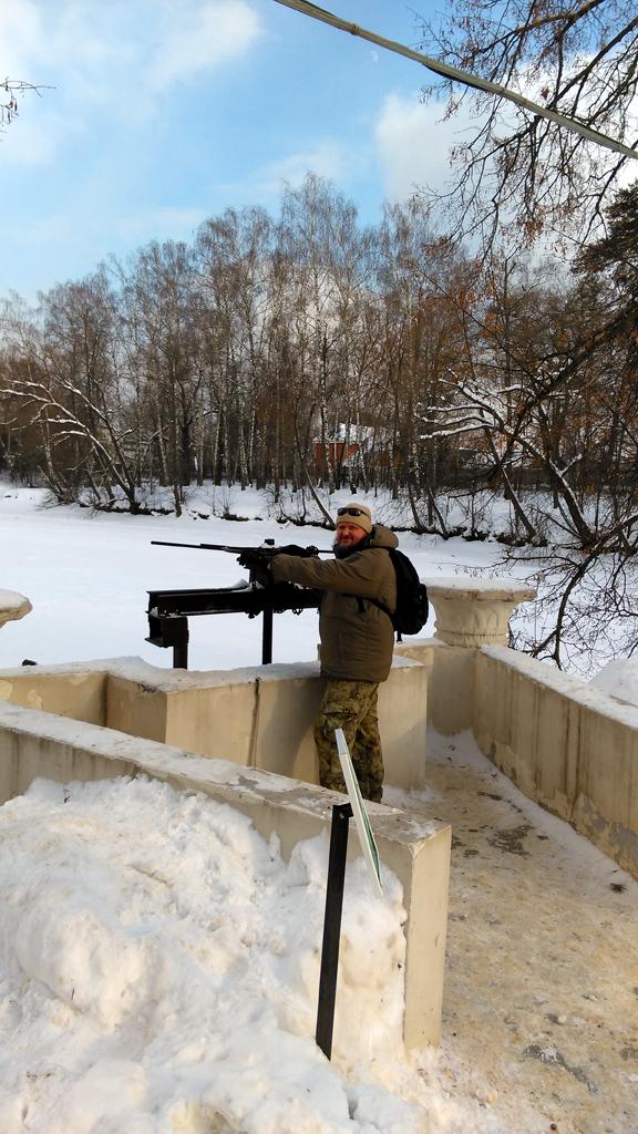 Я стреляю из пулемета в сторону Остафьевского пруда. На самом деле, нет. ;-)