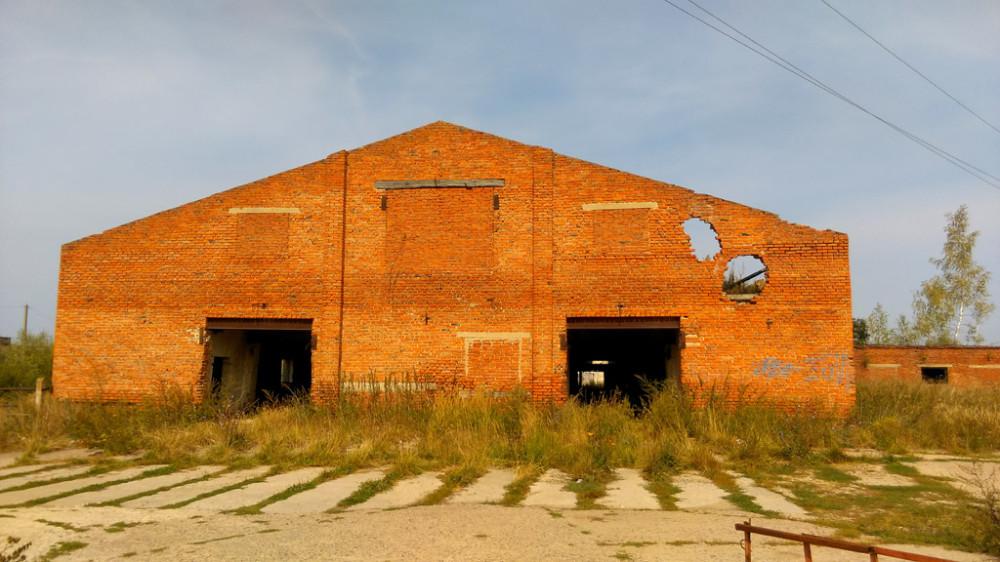 А рядом с Куртино руины иного рода. Бывшая молочно-товарная ферма.