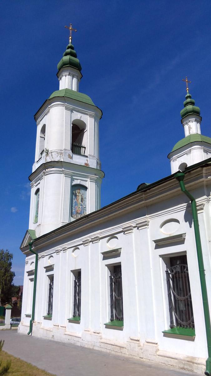 Храм выглядит скорее как европейский, а не как российский.