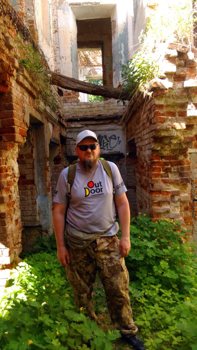 Не смотря, на разруху и запустение, дом впечатляет своей монументальностью и заряжает положительным настроем, в отличии, например, от руин в Дугино.
