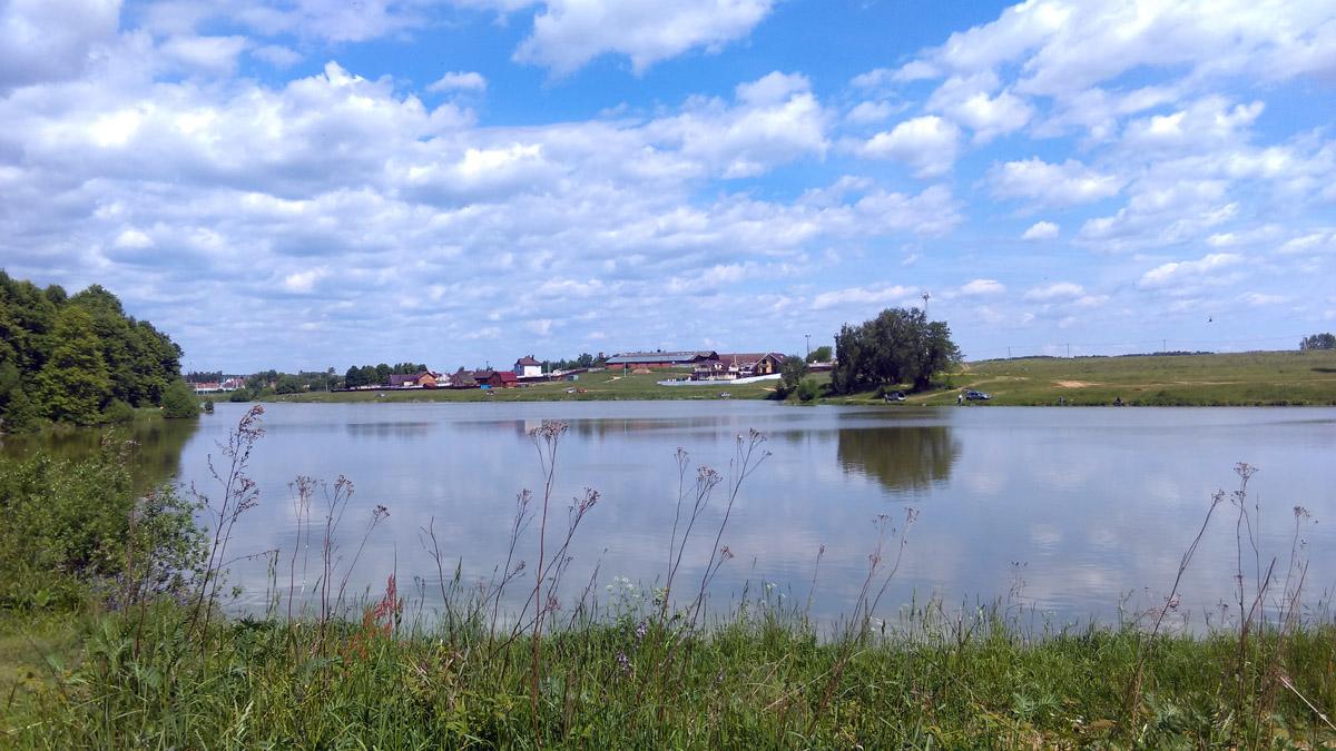А это уже нижний, он же русло р. Рожайка. Справа то самое поле, где произошла Битва при Молодях в 1572 г.