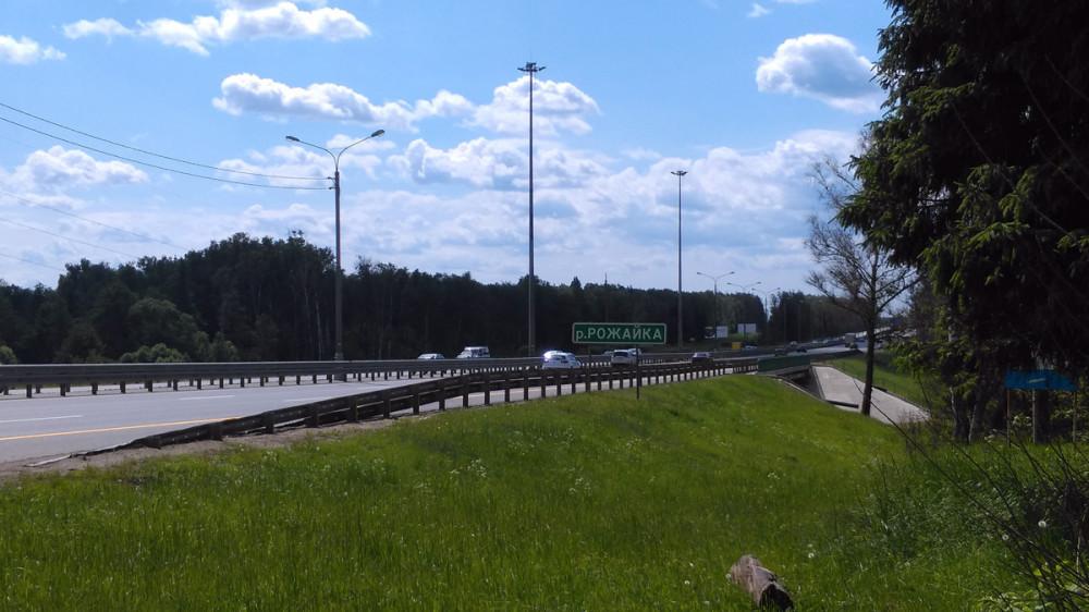 В скором времени выходим к трассе М-2 «Крым» и мосту через Рожайку.