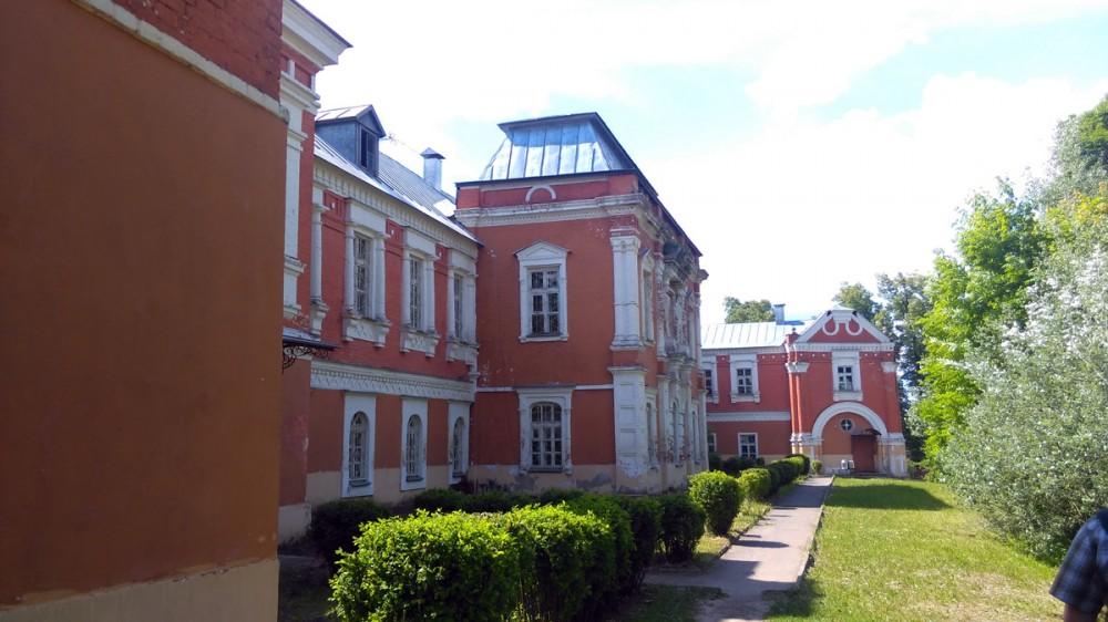 После князя Мещерского усадьба около семидесяти лет принадлежала роду баронов Боде, позднее получивших к фамилии приставку Колычевы.